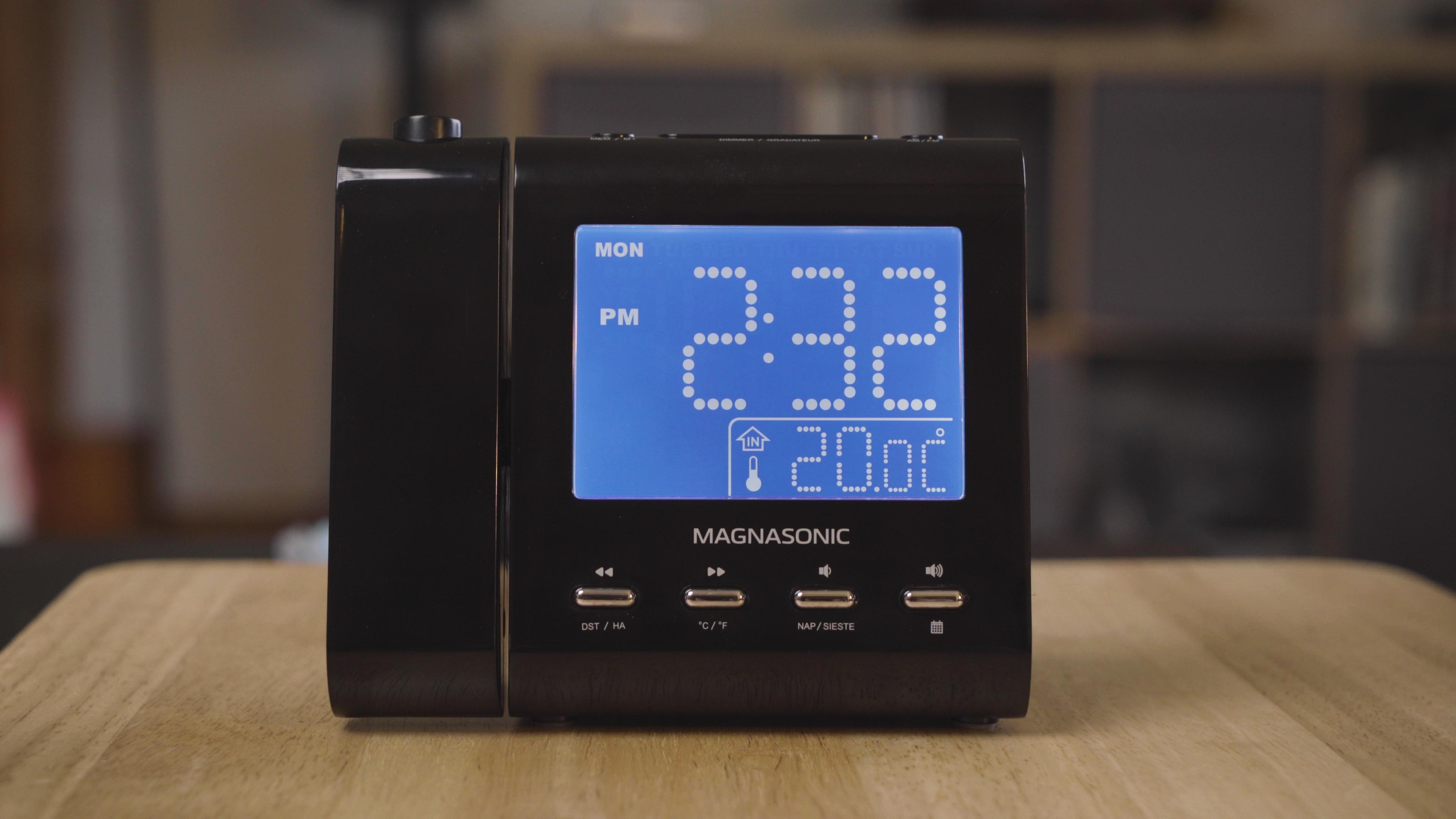 Magnasonic EAAC601 Projection Alarm Clock Radio