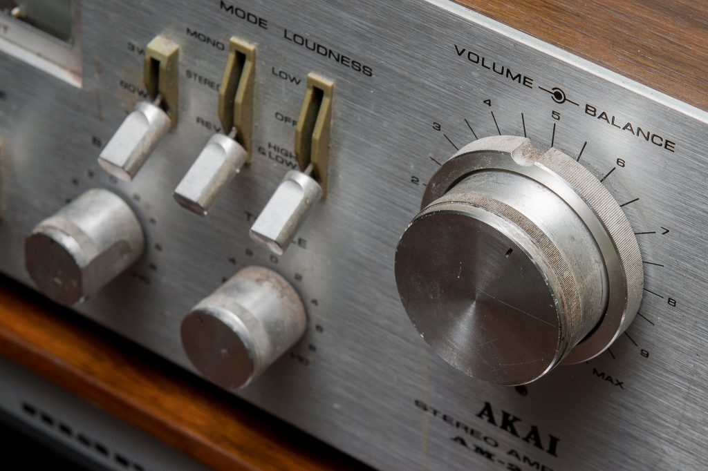 Magnasonic Ultrasonic Cleaner - Restoring Vintage Stereo Receiver - Dirty Knob with grime